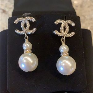 CHANEL Double Glass Pearl Earrings 2019